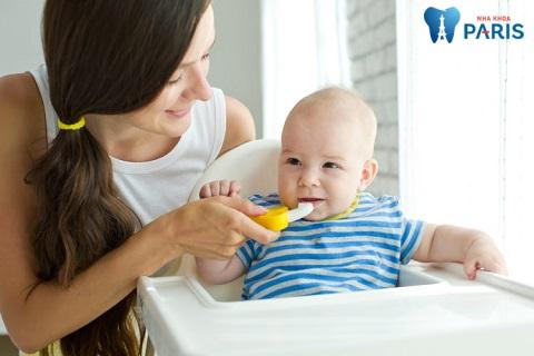 Cha mẹ nên dặn bé không nuốt kem khi chải răng